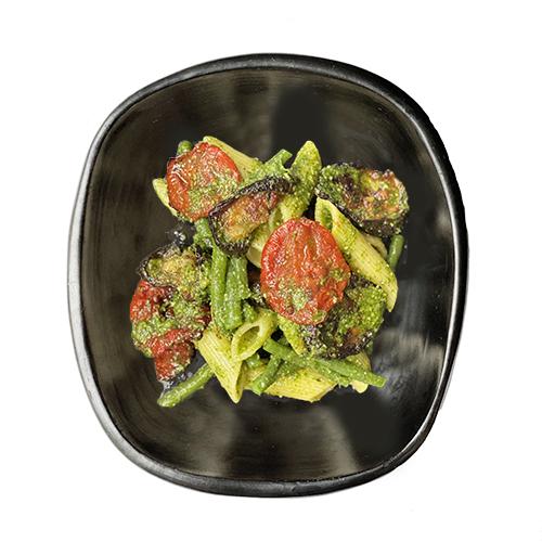 Groene groenten met pesto en penne
